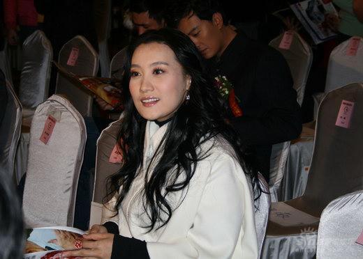 谭晶获2007公众形象内地最佳歌唱女演员奖(图)