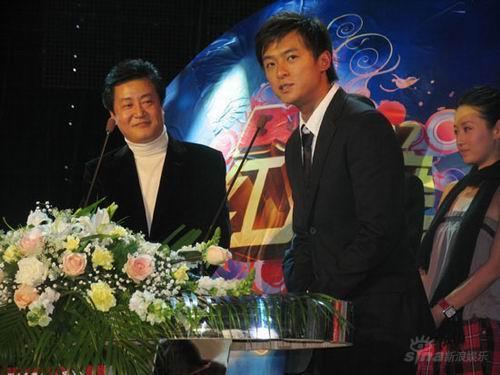 朱雨辰闪亮出席BQ红人榜人气高涨影迷亢奋(图)