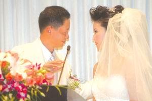 42岁王志文抱得美人归新娘收入是新郎五倍(图)