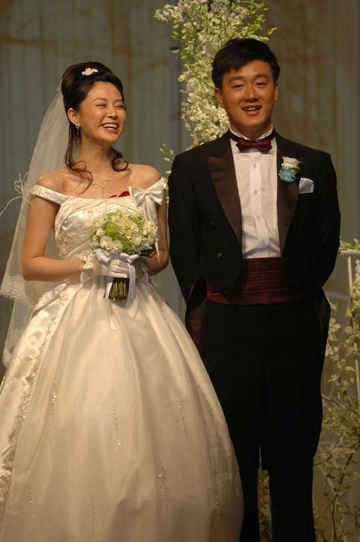 佟大为曾办中式婚礼关悦4月身孕拍婚纱照(图)