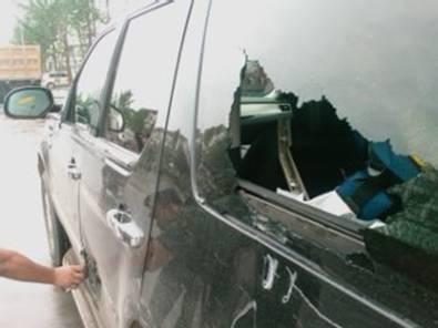 韩红一线慰问途中遭遇车祸所幸无人员受伤(图)