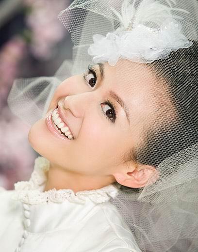 杨婷婷成时尚界宠儿 巴洛克新娘秀清雅婚纱(图)