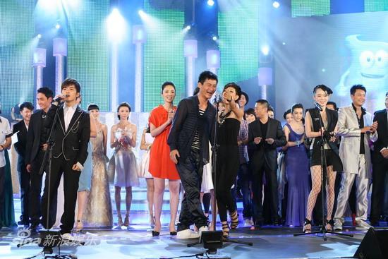 详讯:华谊群星串烧革命歌曲合唱《爱我中华》