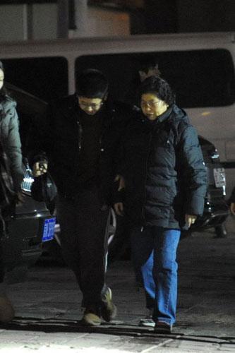 杨亚洲带倪萍儿子过圣诞家属团出动缺倪萍(图)