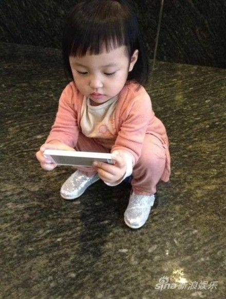 赵薇女儿小四月换了新发型