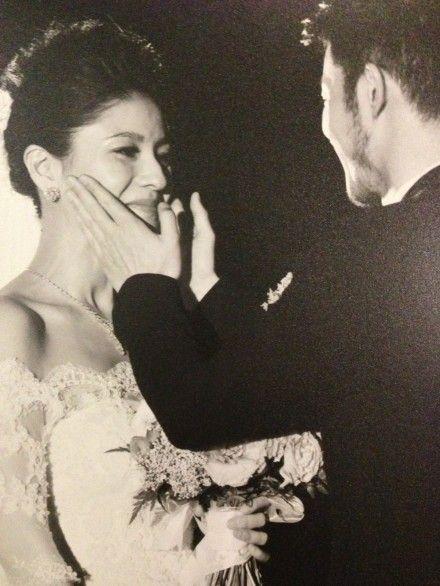 胡可在婚礼现场幸福落泪
