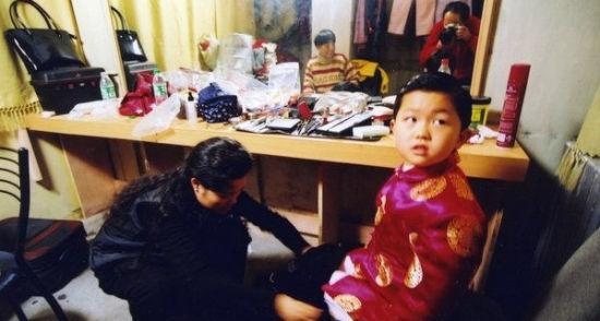 董路称李天一4岁成为申奥形象大使,而申奥短片拍摄于2000年左右