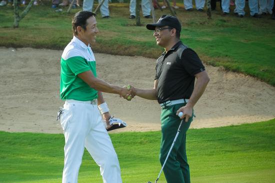 陈道明助阵高尔夫球赛 获赠全球限量礼品