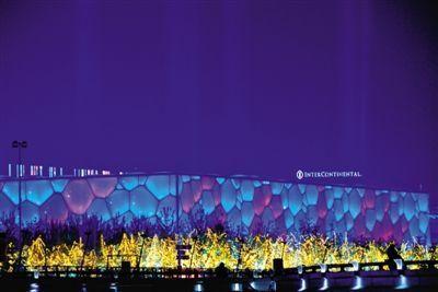 夜色中的水立方。今晚,水立方将举行APEC领导人非正式会议欢迎晚宴及文艺演出。