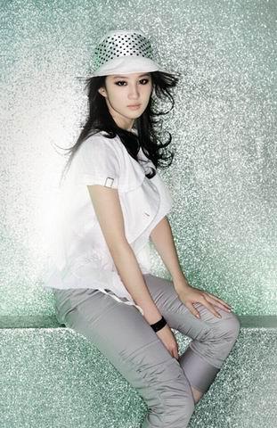 刘亦菲写真尽展女人味精致勾勒完美身材(组图)