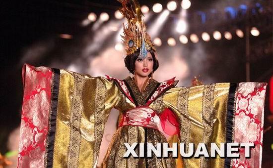 世界小姐总决赛服装秀张梓琳夺最佳模特(组图)
