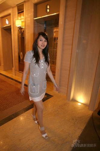 图文:佟大为北京举行婚礼伊能静银装清丽道贺