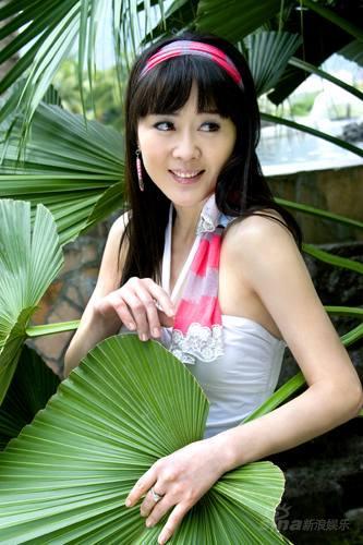国模李琳人体艺术_组图:李琳春日写真曝光 浪漫唯美被誉花海仙女