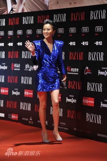 组图:刘嘉玲走红毯蓝裙亮眼身材婀娜秀美腿
