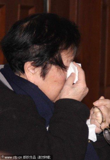 组图:谢晋遗孀徐大雯亲自出庭胜诉后当场落泪