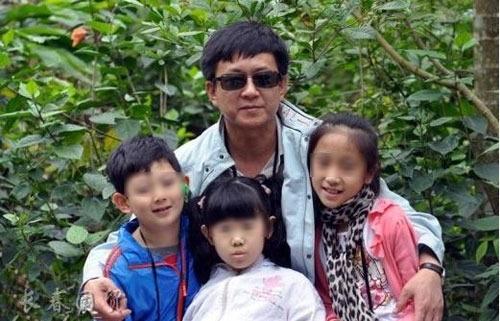 组图:名嘴朱军八岁儿子近照曝光长相酷似父亲