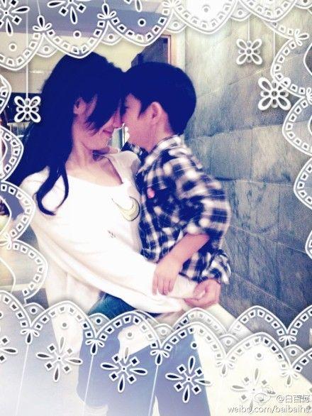 白百何抱5岁儿子似姐弟