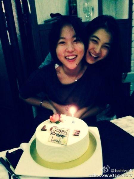 窦靖童17岁生日与好友共度 爽朗笑容迷人