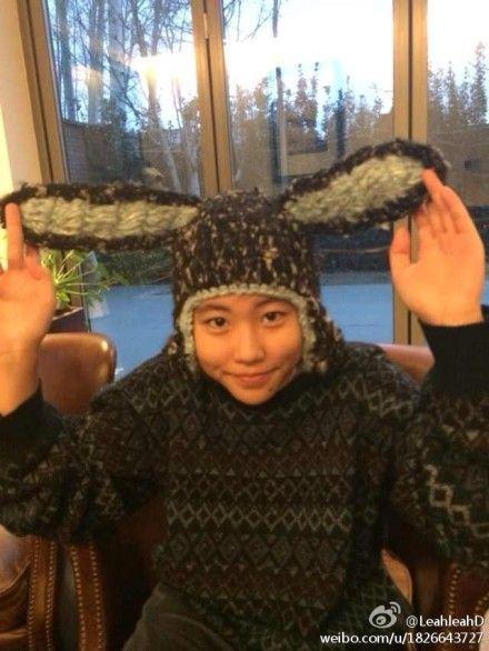 窦靖童扮兔子竖耳朵可爱