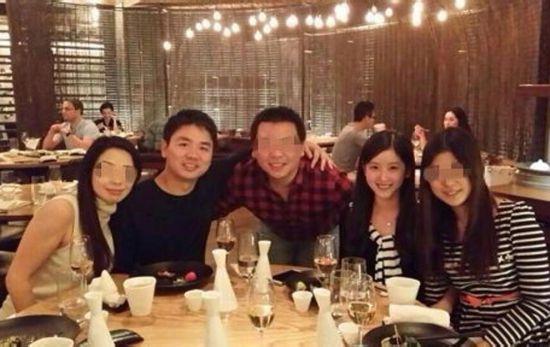奶茶妹妹、刘强东与友人吃饭