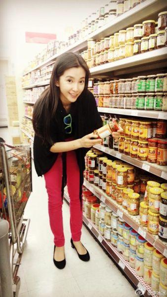 李冰冰素颜逛超市扫货