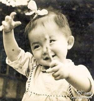 谢娜自曝童年可爱照