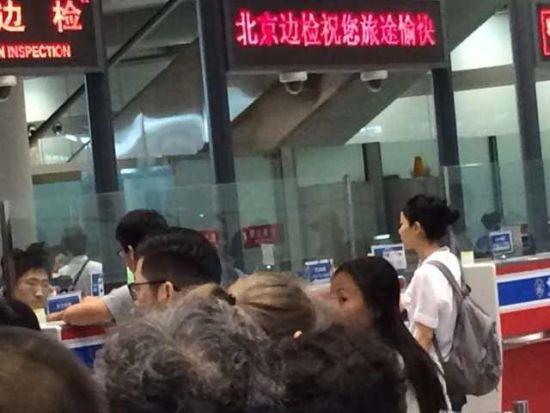 王菲现身机场