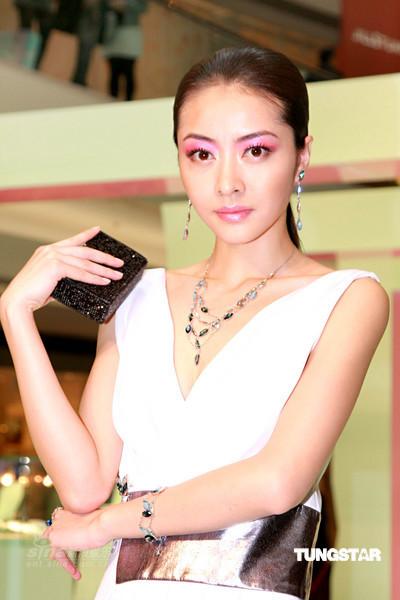 泰国女明星穿衣打扮