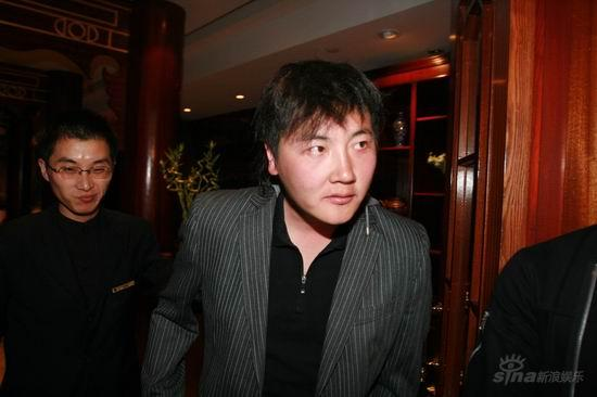 图文:亲友抵达王志文婚宴会场--孙楠准备入场