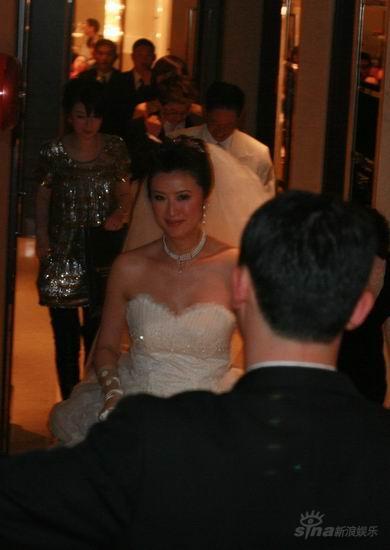 图文:王志文婚礼开场-新娘华美婚纱盛装亮相