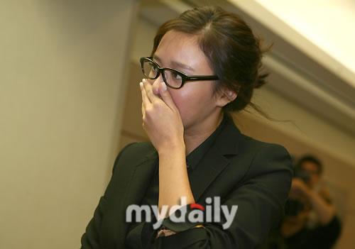 图文:韩国群星吊唁崔真实金雅中