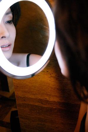 图文:刘威葳杂志写真-知性气息