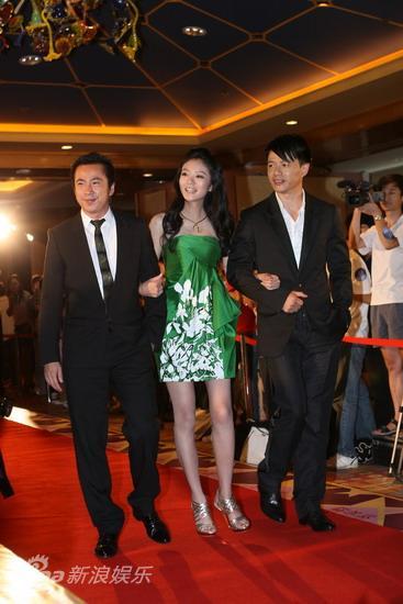 图文:华谊明星汇红毯--王中磊携代言人亮相