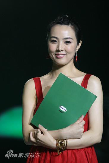 图文:2009明月盛典-姜鸿波亮相