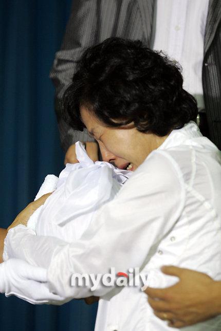 图文:警方公布崔真实案进展-崔真实母亲