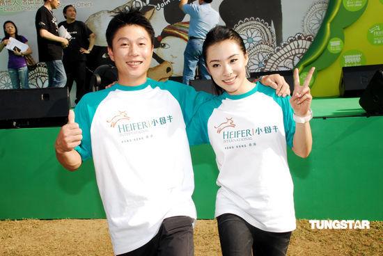图文:李小鹏刘璇亮相香港--昔日队友再相聚