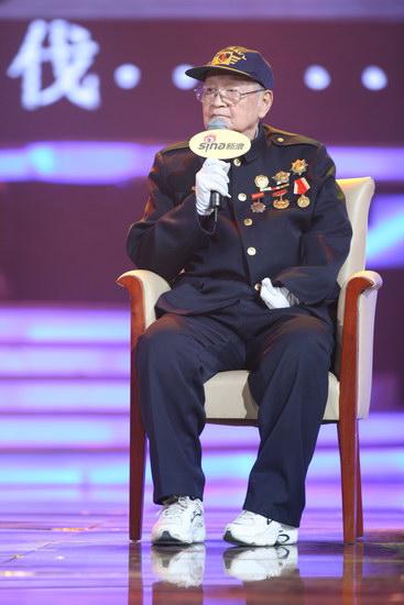 图文:2009网络盛典--88岁抗战老兵刘世雄