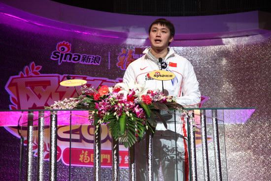 图文:游泳运动员张琳获年度突破运动员荣誉