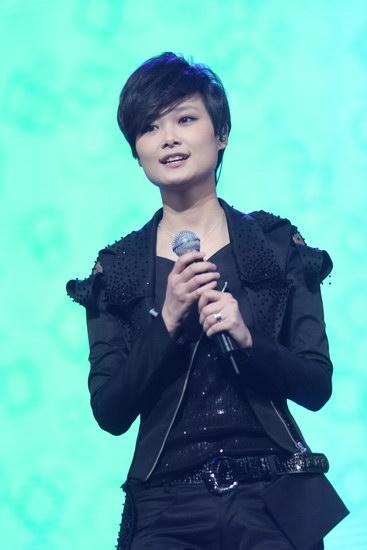 图文:2009新浪网络盛典--李宇春献唱