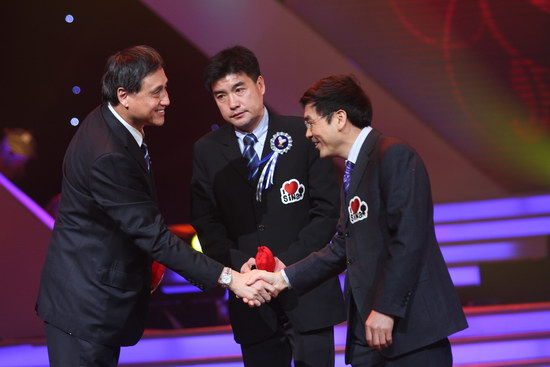 图文:北京国安获得年度突破体育团队荣誉