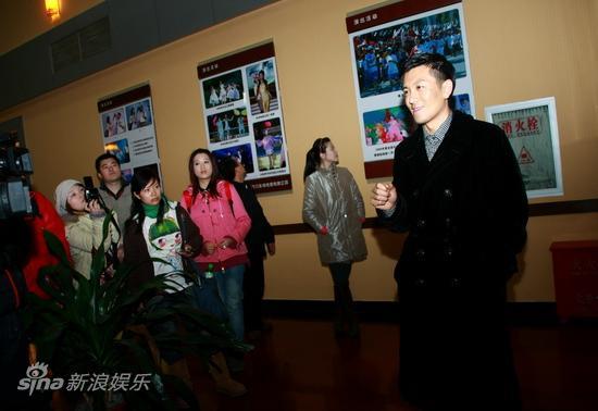 图文:巨力上市庆典--杨子介绍影视发展