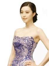 组图:范冰冰龙袍之后穿青花瓷演绎中国风