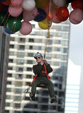 好莱坞传奇巨星保罗-纽曼80高龄乘坐氦气球升空
