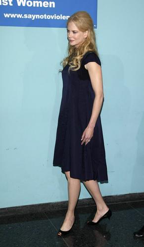 妮可-基德曼怀孕7月做慈善呼吁停止对女性暴力