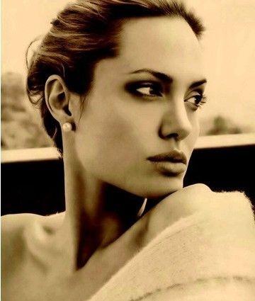 安吉丽娜-朱莉