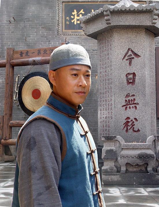 张丰毅在《旱码头》中饰杨瑞清