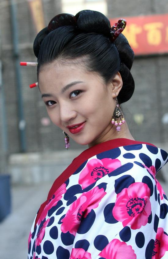 资料图片:《大掌柜》人物--李净洋饰秋子