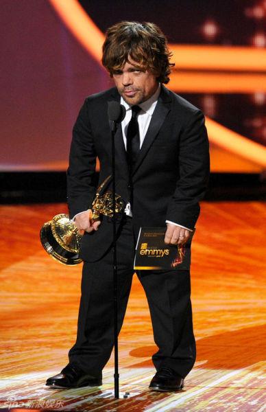 彼得-丁拉基凭借《冰与火之歌》获剧情类男配角奖