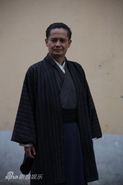 山崎敬一饰宫本先生