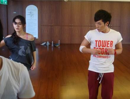 邓宁首次触电演大S老师赴台拍《泡沫之夏》